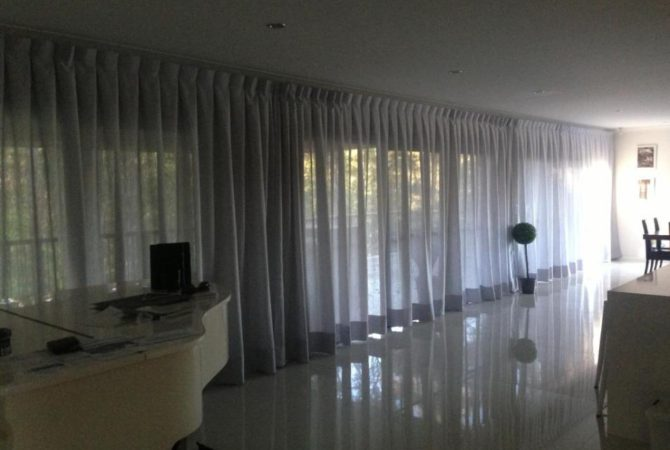 Sheer Curtains ceiling to floor for an elegant and grand look