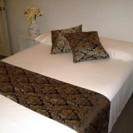 Black and beige print bed set